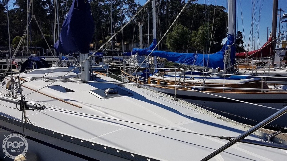1989 Hunter boat for sale, model of the boat is Legend 37 & Image # 15 of 40