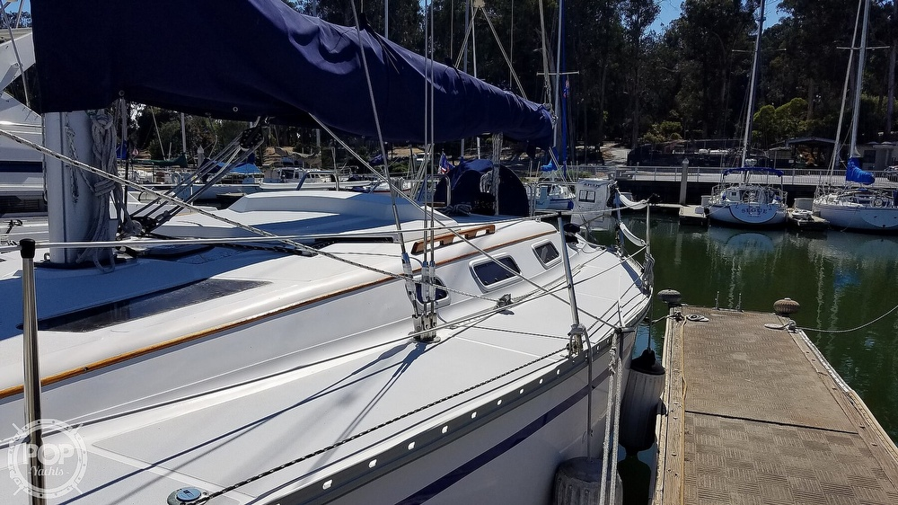 1989 Hunter boat for sale, model of the boat is Legend 37 & Image # 22 of 40