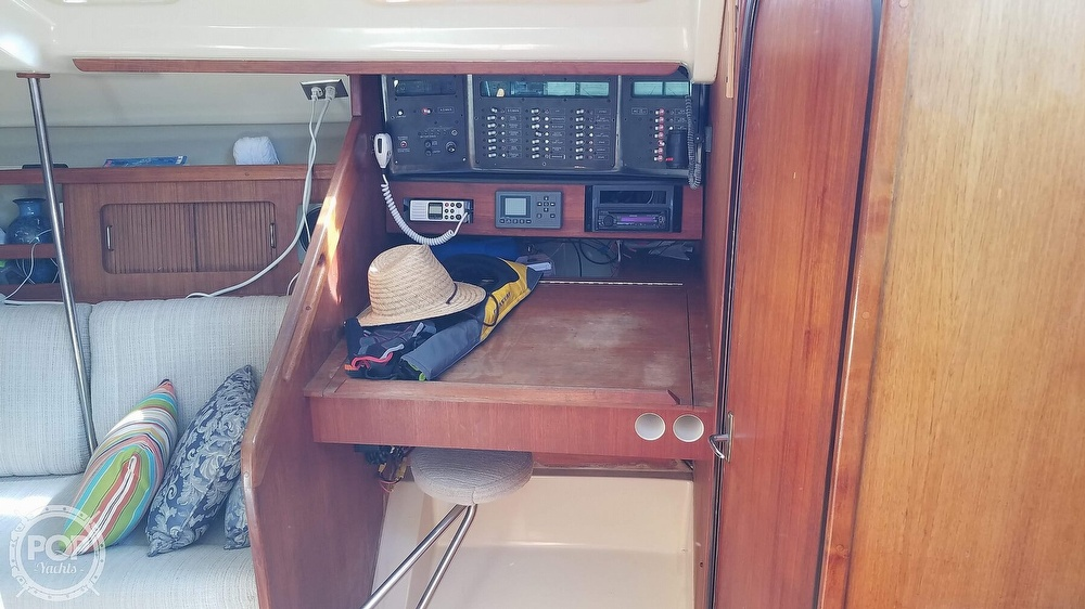 1989 Hunter boat for sale, model of the boat is Legend 37 & Image # 33 of 40