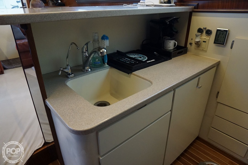 1988 Hatteras boat for sale, model of the boat is 48 Convertible & Image # 10 of 40