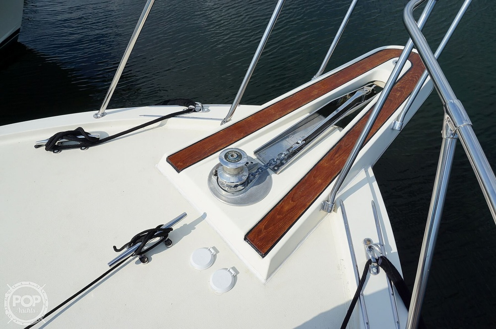 1988 Hatteras boat for sale, model of the boat is 48 Convertible & Image # 29 of 40
