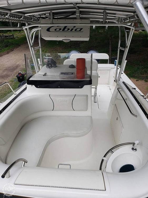 2003 Cobia 312 SPORT CABIN - image 19