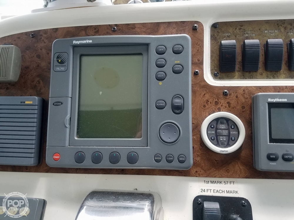 1999 Sea Ray boat for sale, model of the boat is 310 Sundancer & Image # 32 of 40