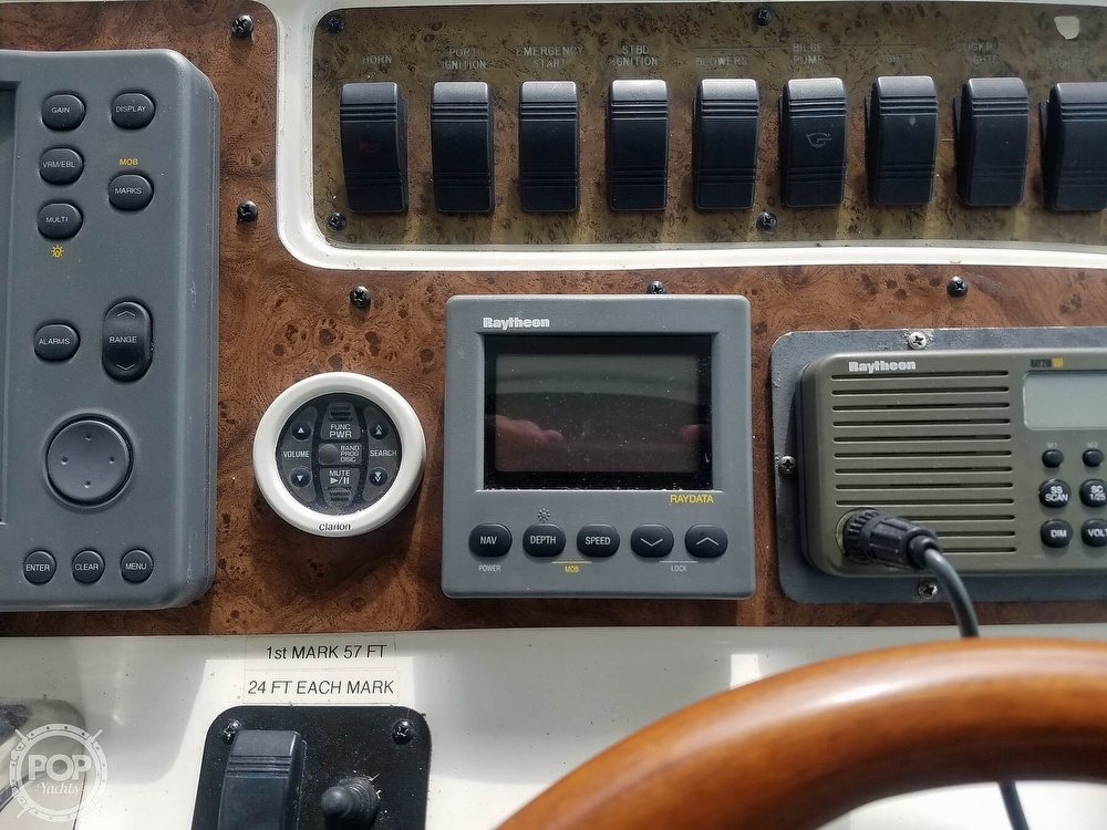 1999 Sea Ray boat for sale, model of the boat is 310 Sundancer & Image # 33 of 40