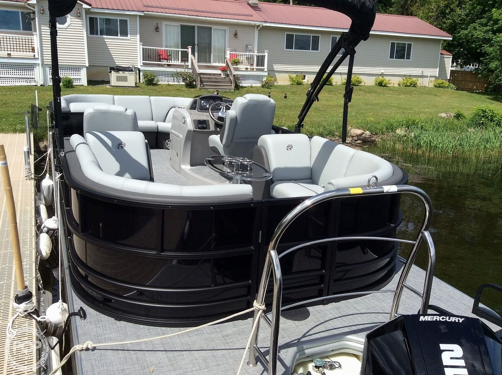 2020 Lowe boat for sale, model of the boat is 230 Retreat & Image # 5 of 8