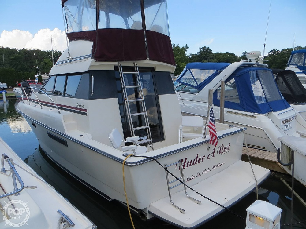 1991 Silverton boat for sale, model of the boat is 31m & Image # 19 of 40