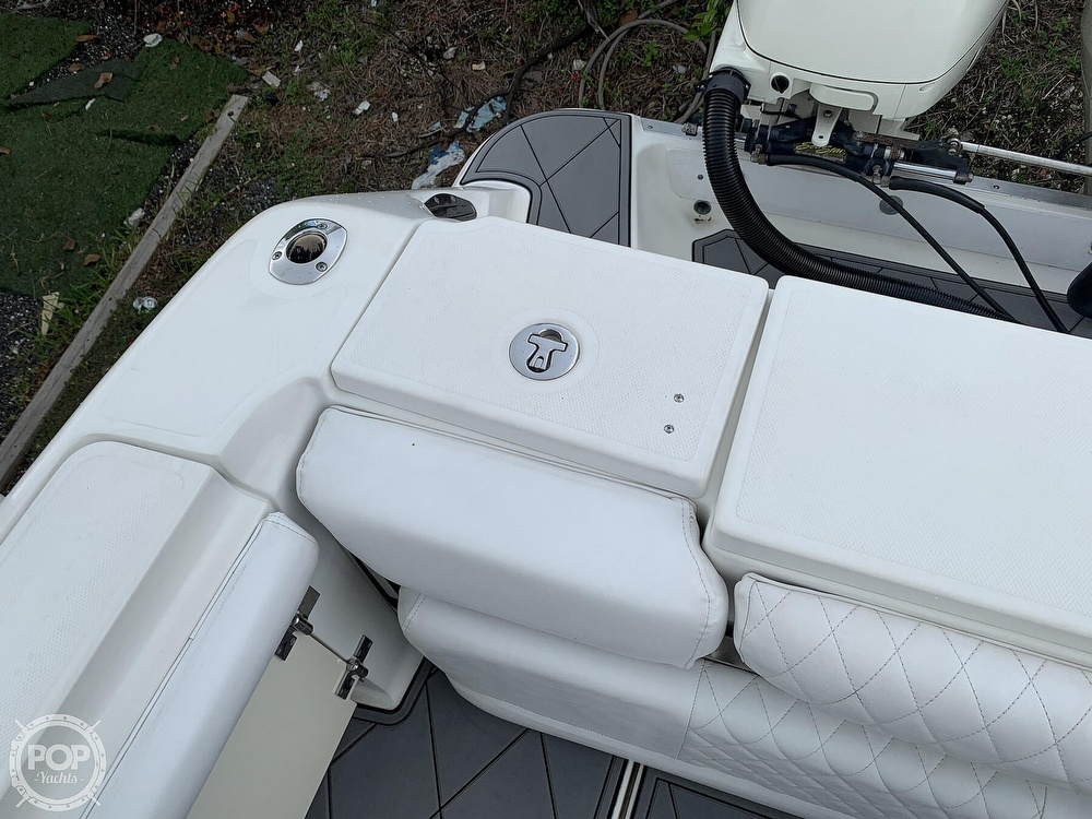 2005 Hydra-Sports boat for sale, model of the boat is 3300 Vector EXP & Image # 25 of 40