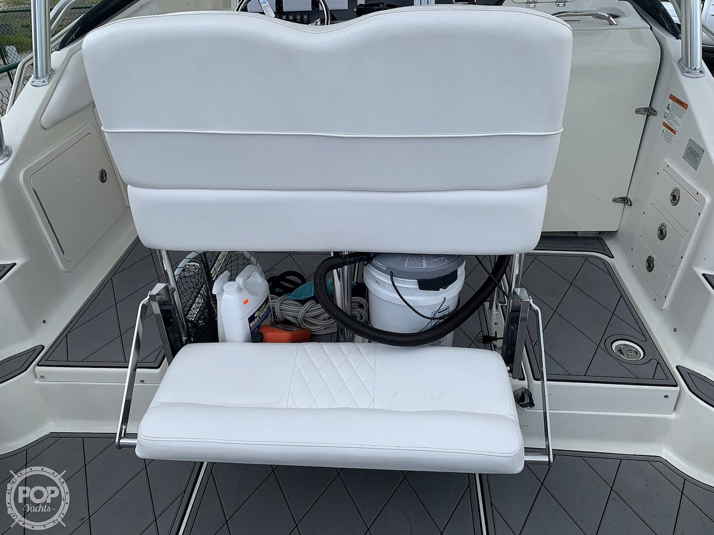 2005 Hydra-Sports boat for sale, model of the boat is 3300 Vector EXP & Image # 34 of 40