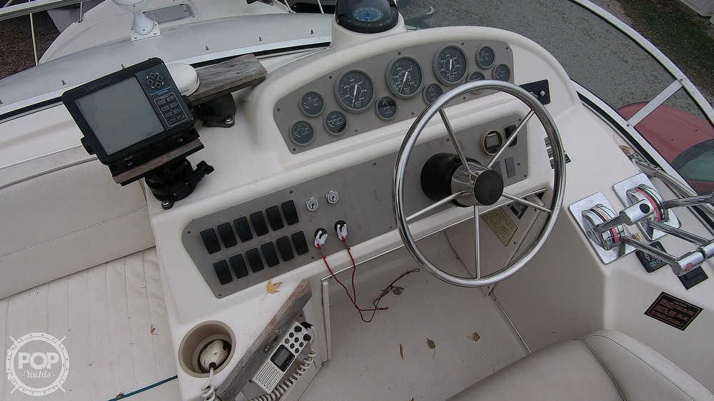 1996 Bayliner boat for sale, model of the boat is Avanti 3258 & Image # 17 of 40