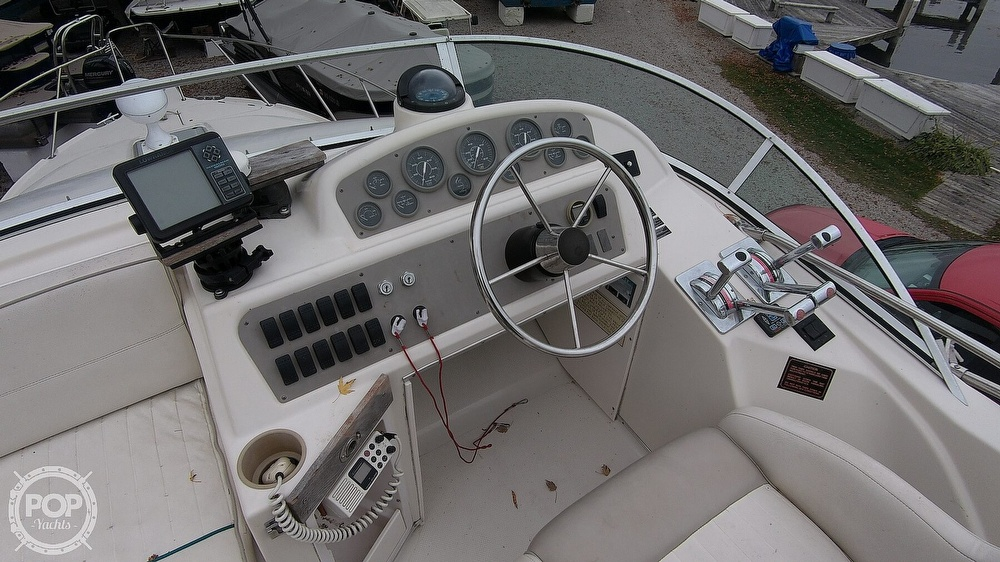 1996 Bayliner boat for sale, model of the boat is Avanti 3258 & Image # 16 of 40