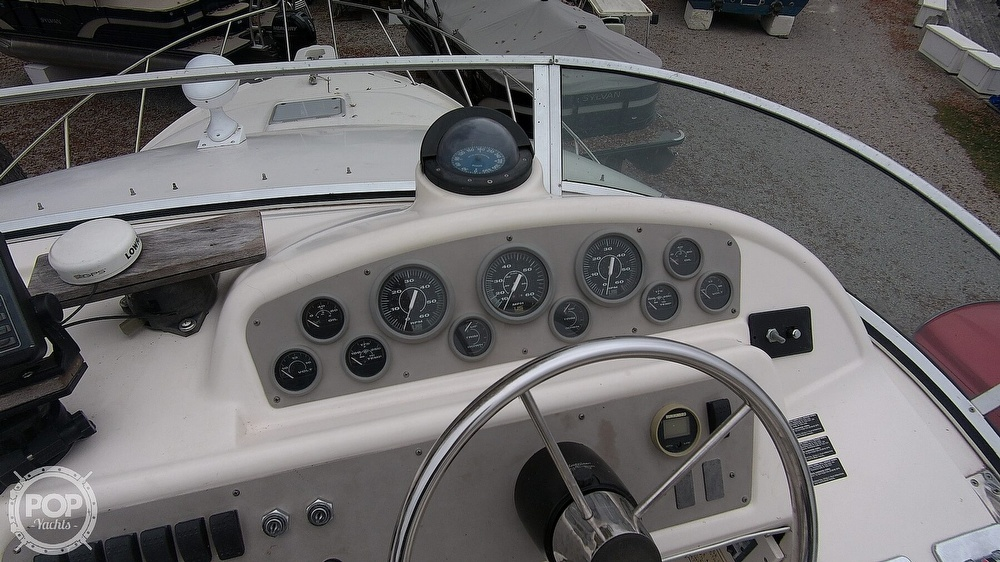 1996 Bayliner boat for sale, model of the boat is Avanti 3258 & Image # 18 of 40