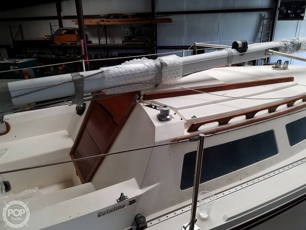 1989 Catalina Yachts boat for sale, model of the boat is 25 & Image # 3 of 41