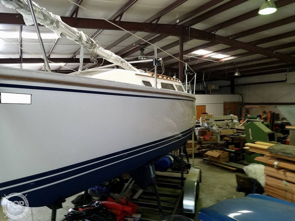 1989 Catalina Yachts boat for sale, model of the boat is 25 & Image # 7 of 41