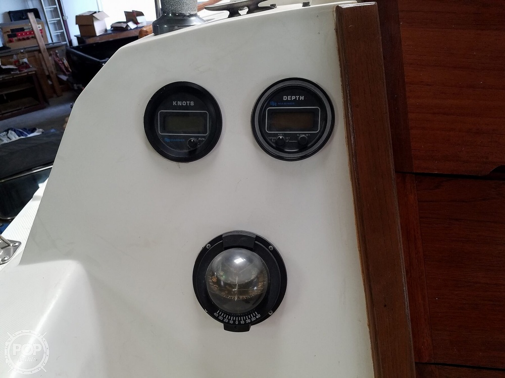 1989 Catalina Yachts boat for sale, model of the boat is 25 & Image # 9 of 41