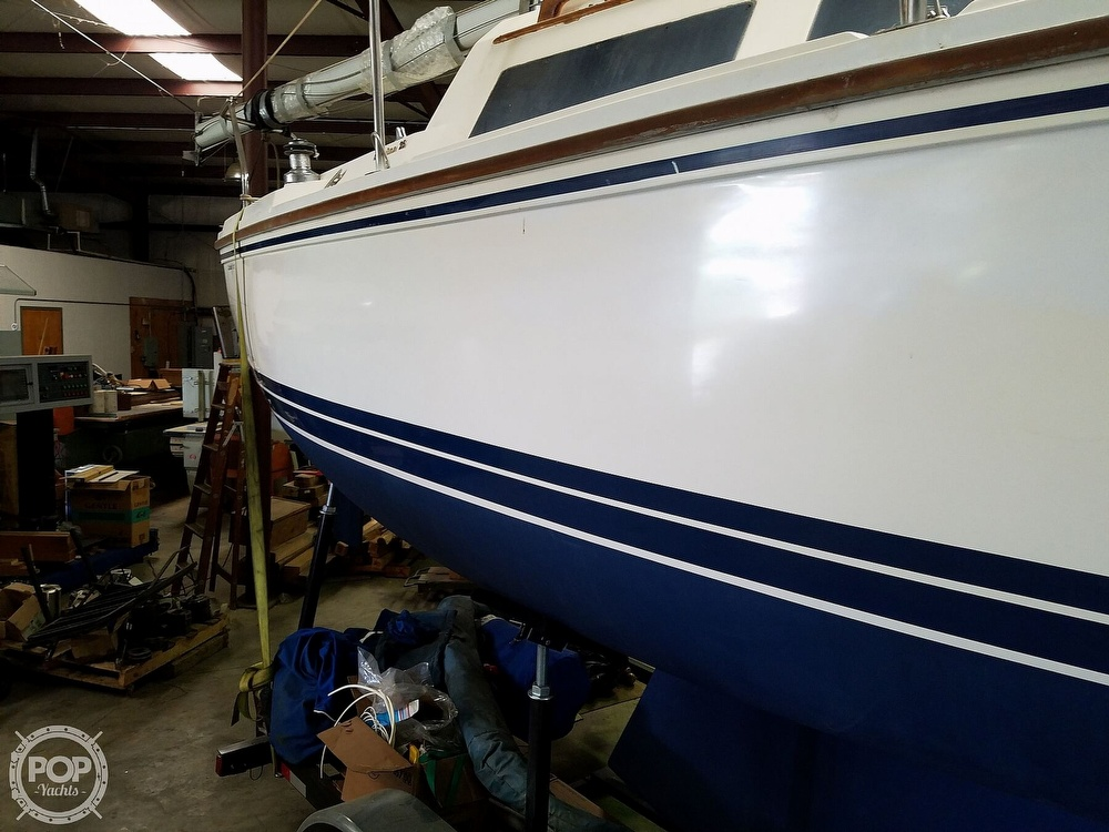 1989 Catalina Yachts boat for sale, model of the boat is 25 & Image # 32 of 41