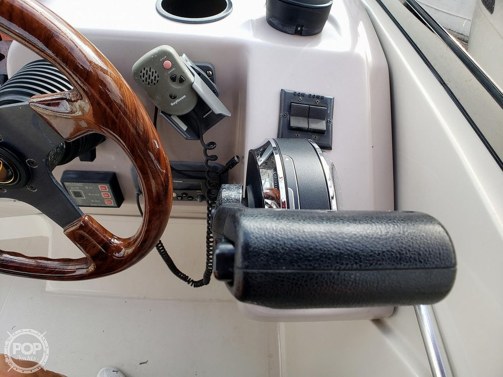 2000 Regal boat for sale, model of the boat is 2850 LSC & Image # 39 of 40