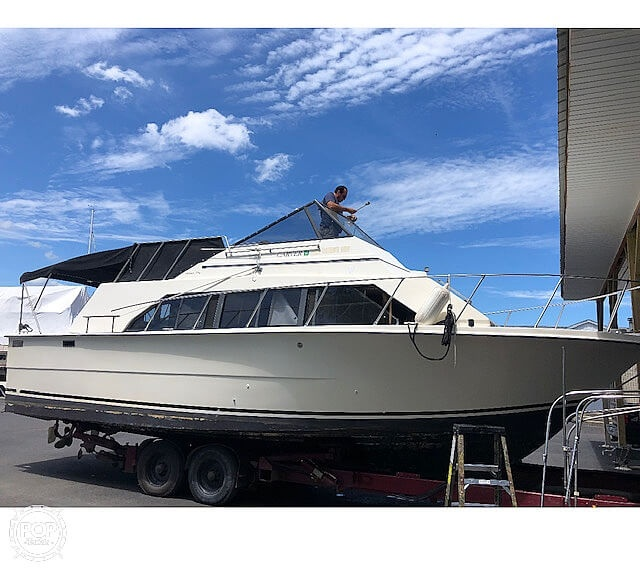1982 Carver boat for sale, model of the boat is Mariner 3396 & Image # 3 of 8