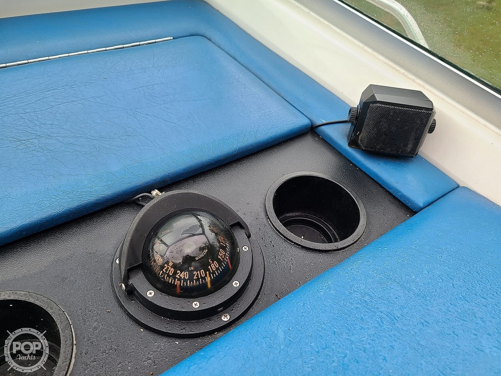 1990 Sea Ray boat for sale, model of the boat is 220 Overnighter & Image # 12 of 40