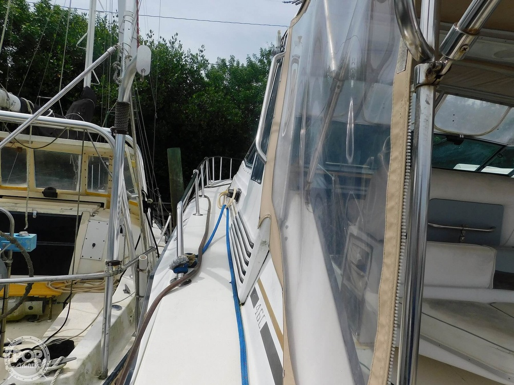 1988 Sea Ray boat for sale, model of the boat is 460 EXPRESS CRUISER & Image # 10 of 40