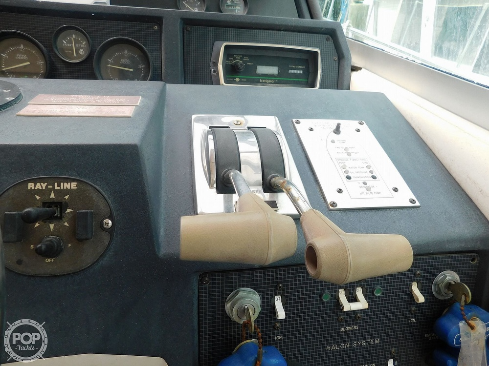 1988 Sea Ray boat for sale, model of the boat is 460 EXPRESS CRUISER & Image # 23 of 40