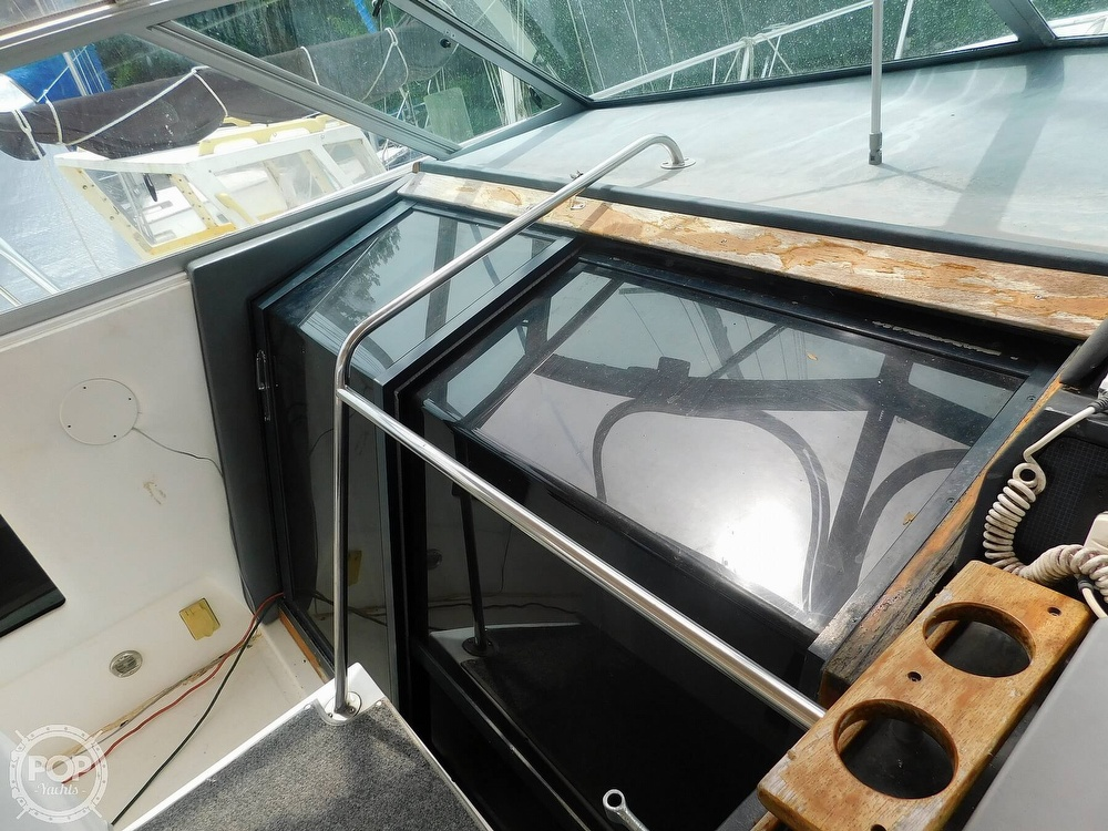 1988 Sea Ray boat for sale, model of the boat is 460 EXPRESS CRUISER & Image # 33 of 40
