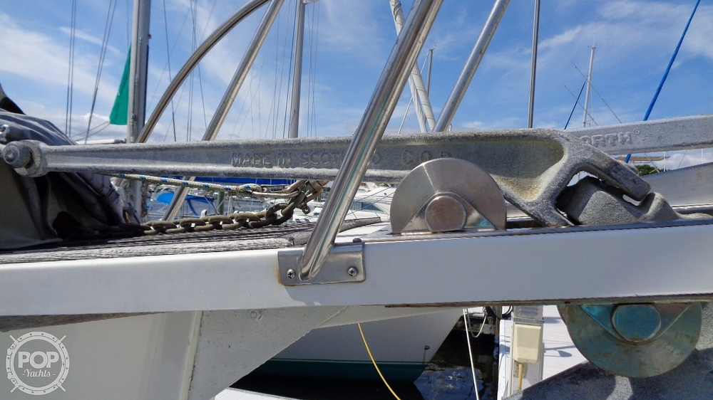 1990 Grand Banks boat for sale, model of the boat is 42 MY & Image # 11 of 40