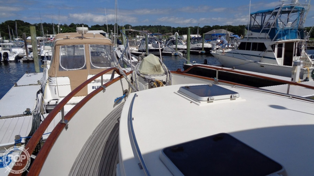1990 Grand Banks boat for sale, model of the boat is 42 MY & Image # 23 of 40