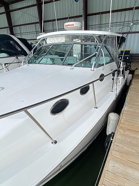 2001 Wellcraft Coastal 330 - image 2