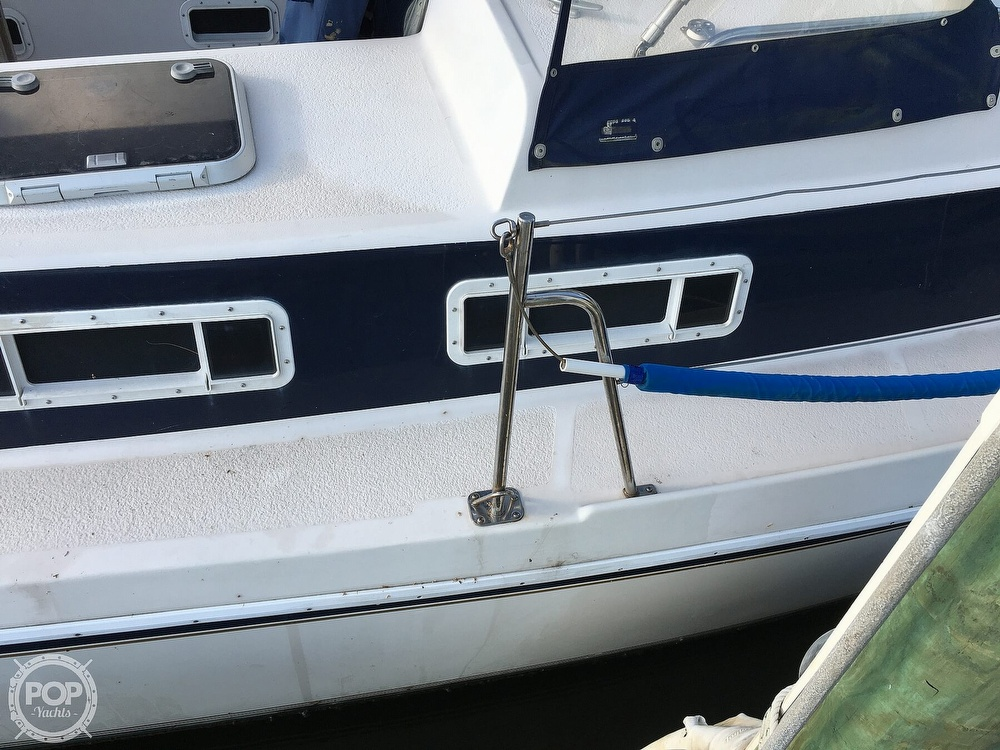 1992 Endeavour boat for sale, model of the boat is Cat 30 & Image # 25 of 40