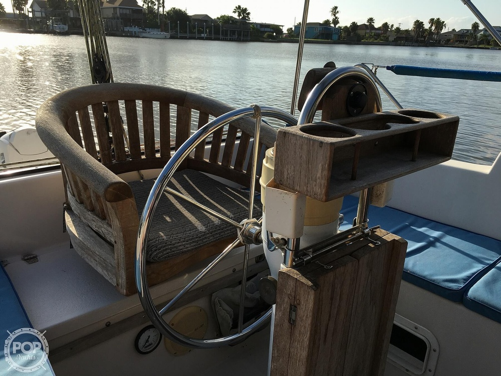 1992 Endeavour boat for sale, model of the boat is Cat 30 & Image # 13 of 40