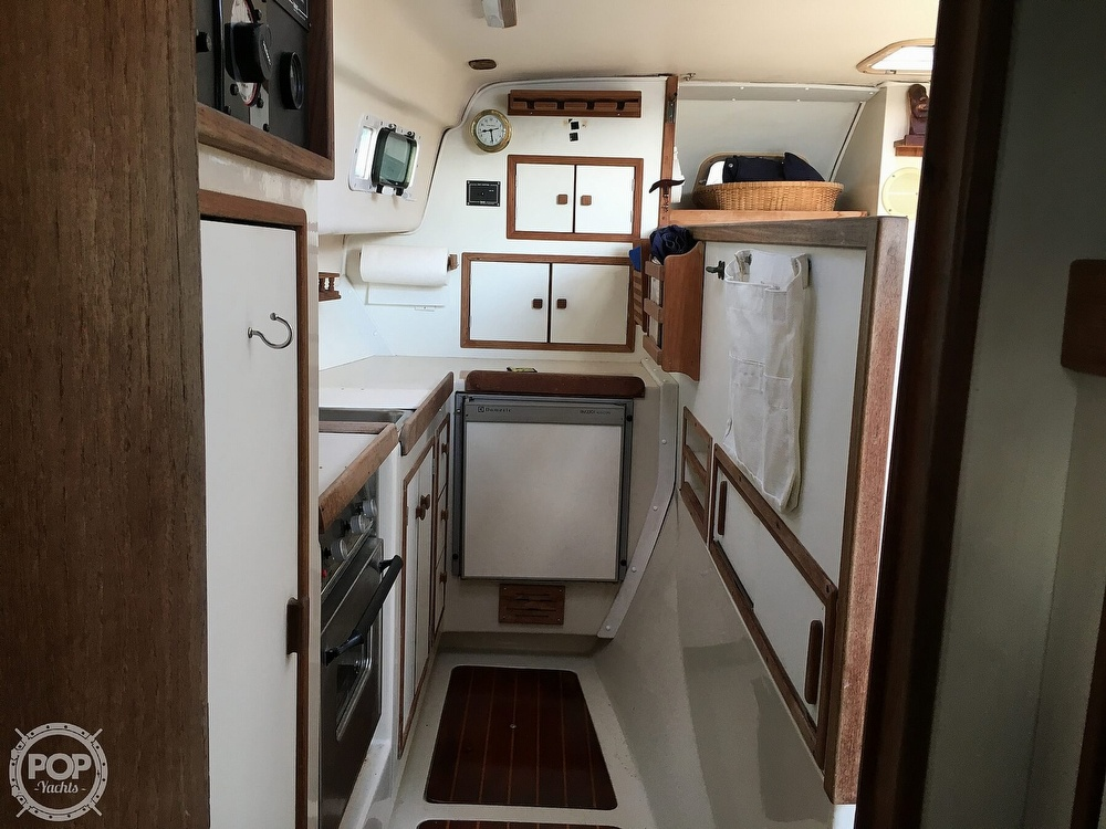 1992 Endeavour boat for sale, model of the boat is Cat 30 & Image # 15 of 40