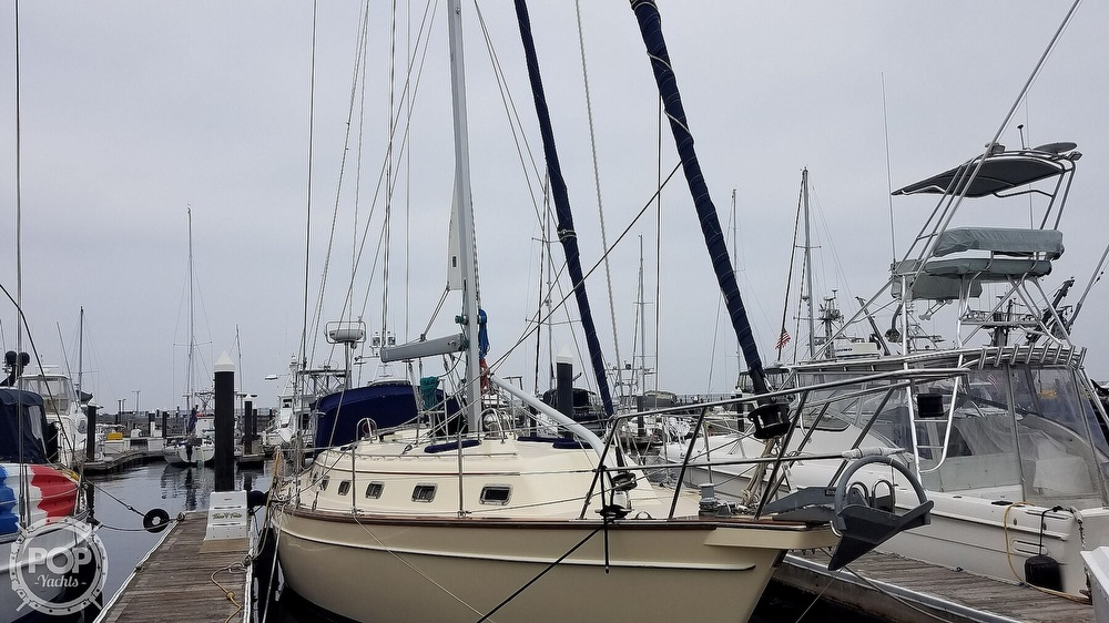 2005 Island Packet boat for sale, model of the boat is 420 & Image # 16 of 40