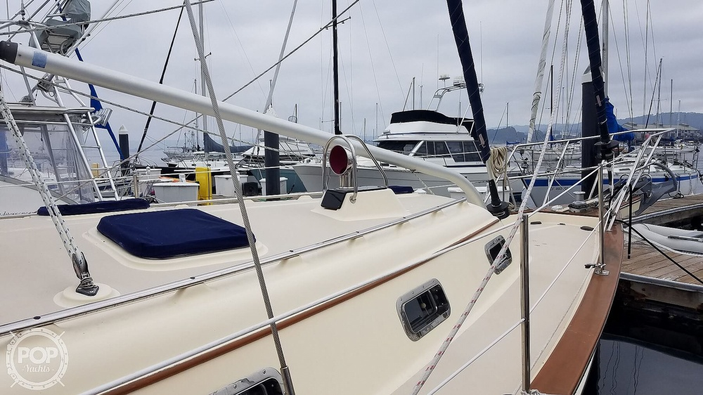 2005 Island Packet boat for sale, model of the boat is 420 & Image # 19 of 40