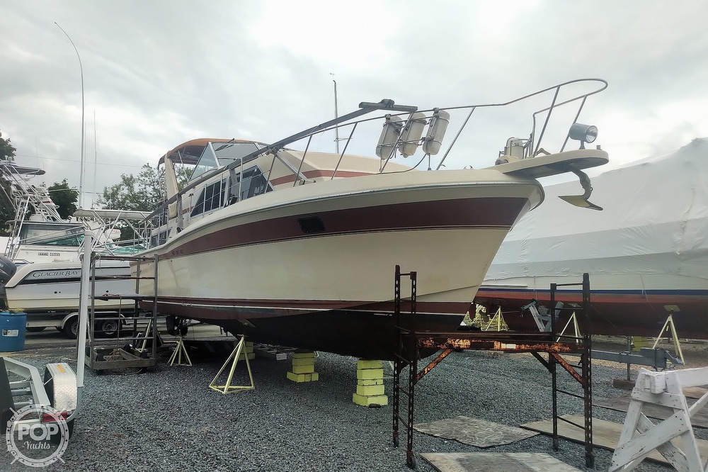 1982 Chris Craft boat for sale, model of the boat is Catalina 381 & Image # 15 of 40