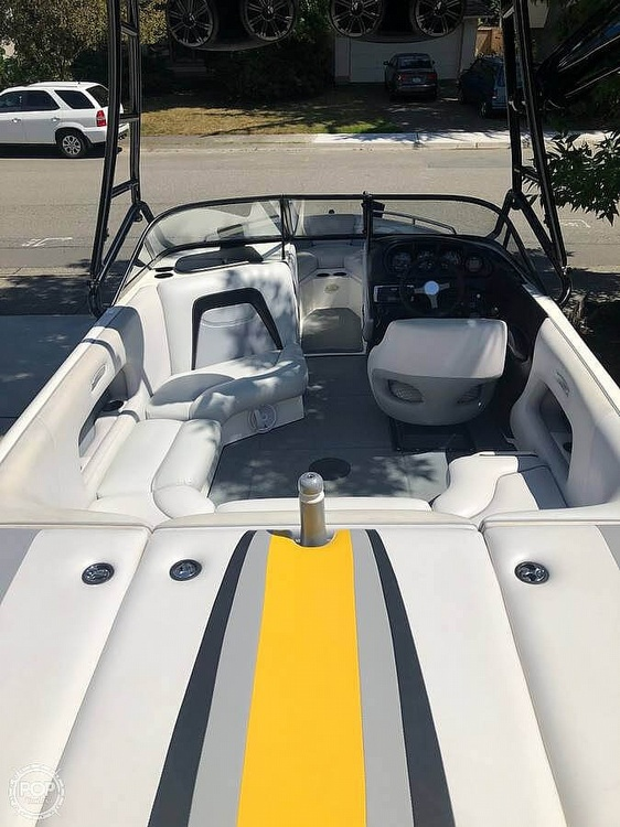 2005 Supreme boat for sale, model of the boat is V208 Sky & Image # 14 of 18