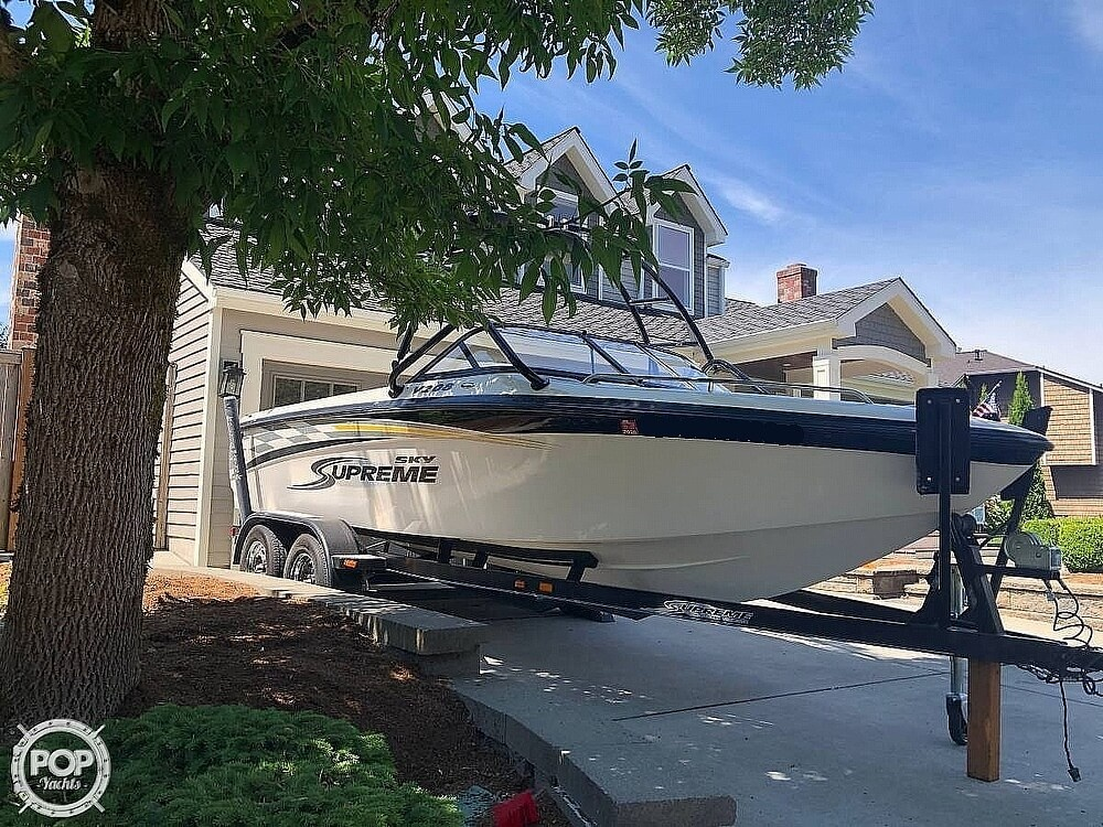 2005 Supreme boat for sale, model of the boat is V208 Sky & Image # 4 of 38