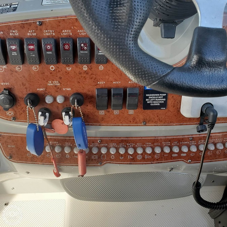 2008 Bayliner boat for sale, model of the boat is 340 Express Cruiser & Image # 19 of 41