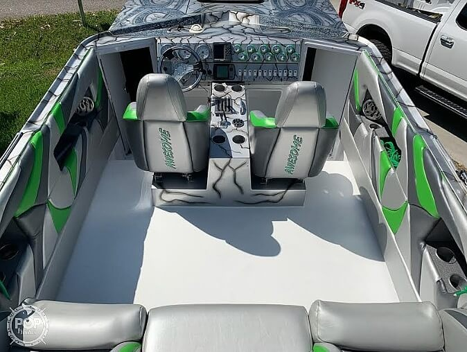 2004 Awesome boat for sale, model of the boat is 31 Cat & Image # 2 of 2
