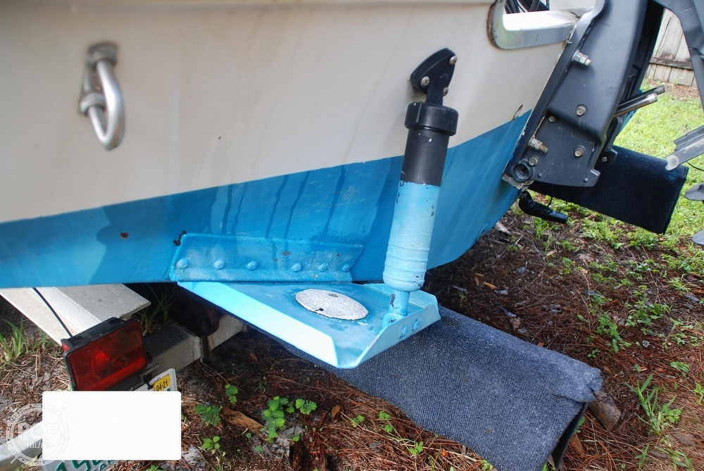 1996 Sea Ray boat for sale, model of the boat is Laguna 24 Flush Deck Cuddy & Image # 23 of 40