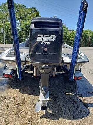 2017 Phoenix boat for sale, model of the boat is 920 Pro XP & Image # 5 of 35
