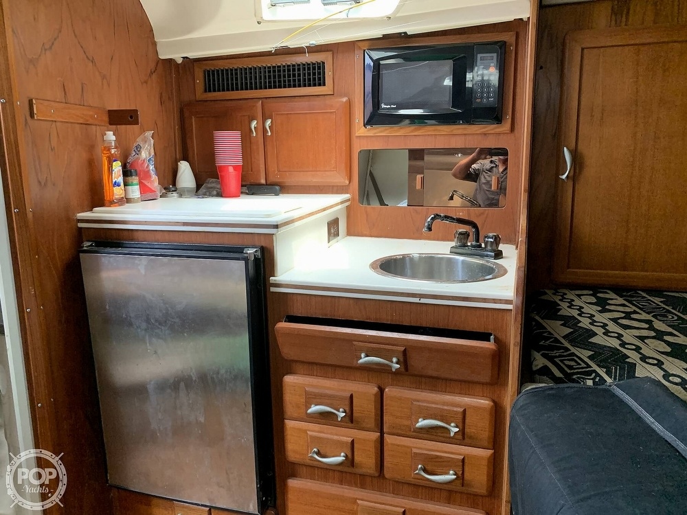 1995 Luhrs boat for sale, model of the boat is Tournament 320 Open & Image # 6 of 40