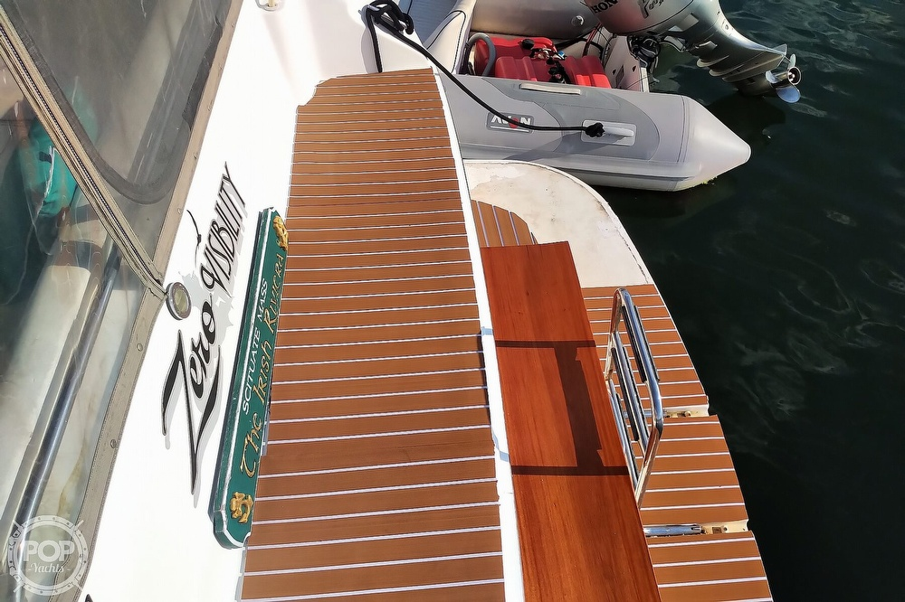 1997 Sea Ray boat for sale, model of the boat is 400 Express Cruiser & Image # 22 of 40