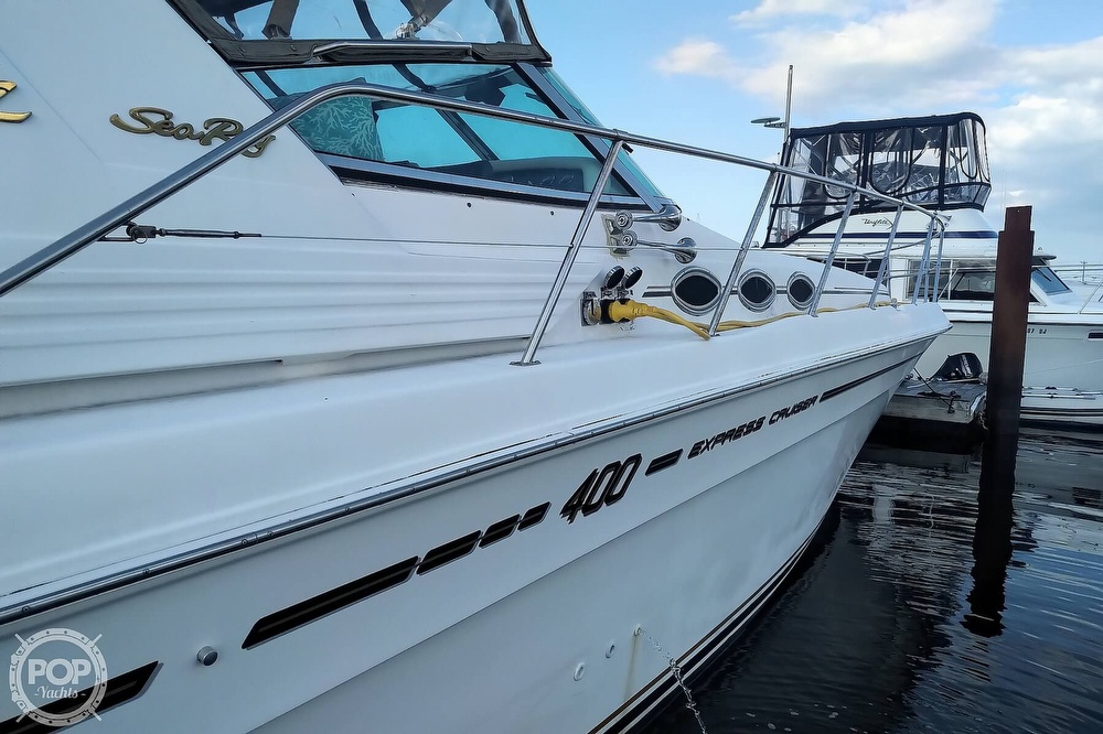 1997 Sea Ray boat for sale, model of the boat is 400 Express Cruiser & Image # 37 of 40
