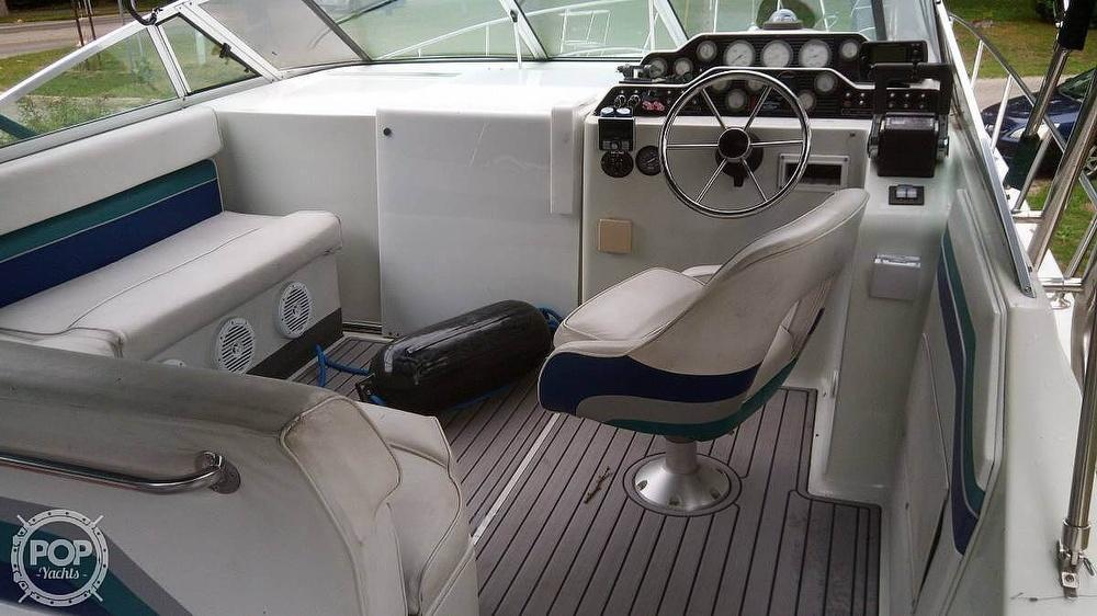 1992 Rinker boat for sale, model of the boat is Fiesta Vee 300 & Image # 4 of 40