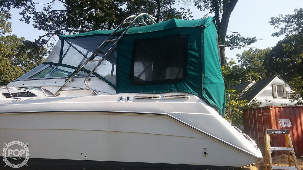 1992 Rinker boat for sale, model of the boat is Fiesta Vee 300 & Image # 11 of 40