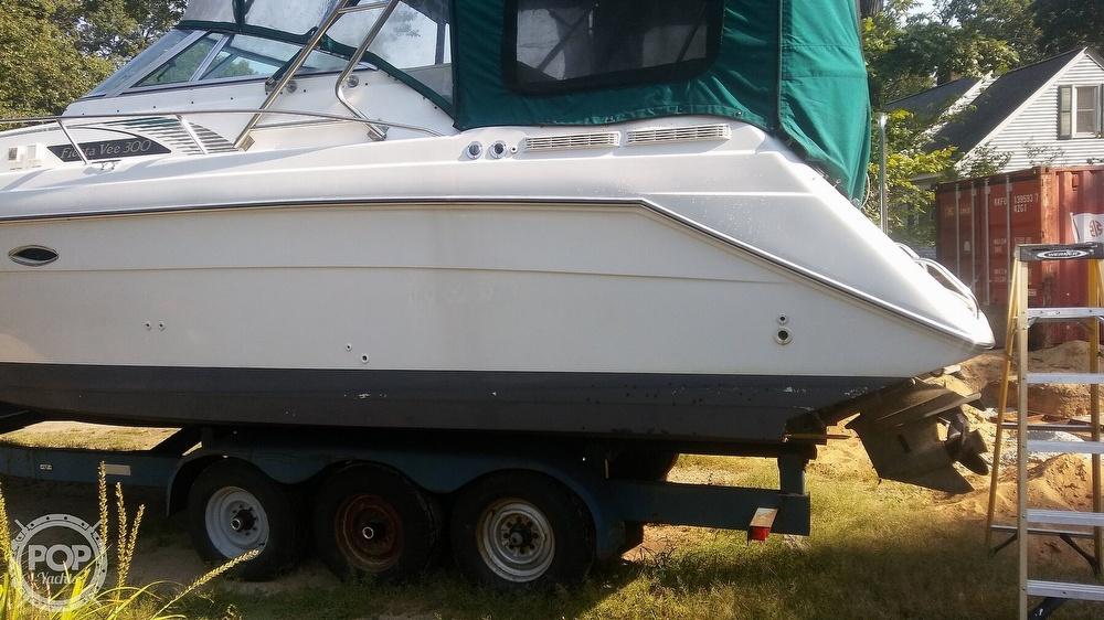 1992 Rinker boat for sale, model of the boat is Fiesta Vee 300 & Image # 12 of 40