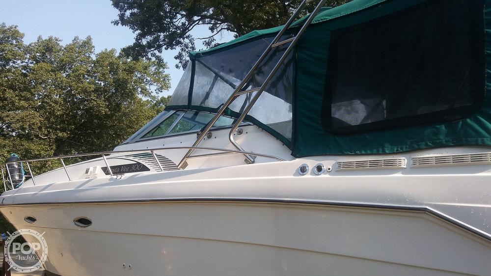 1992 Rinker boat for sale, model of the boat is Fiesta Vee 300 & Image # 15 of 40