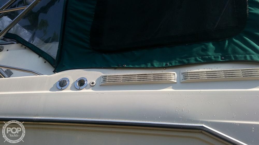 1992 Rinker boat for sale, model of the boat is Fiesta Vee 300 & Image # 18 of 40