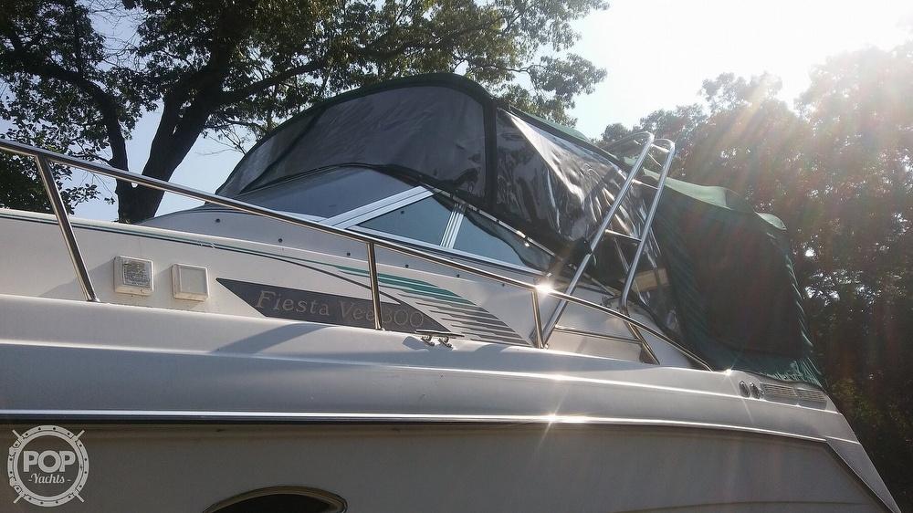 1992 Rinker boat for sale, model of the boat is Fiesta Vee 300 & Image # 21 of 40