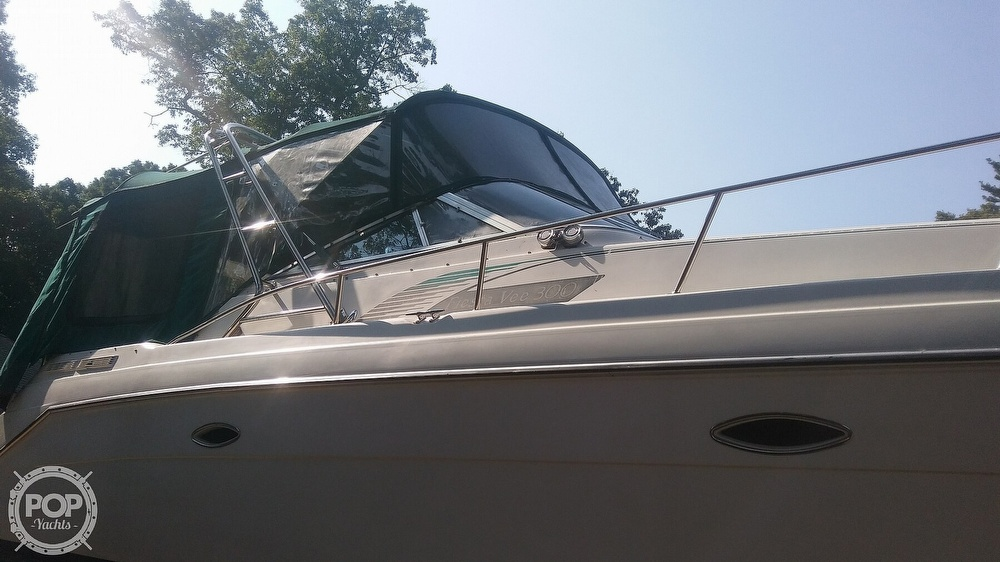 1992 Rinker boat for sale, model of the boat is Fiesta Vee 300 & Image # 36 of 40